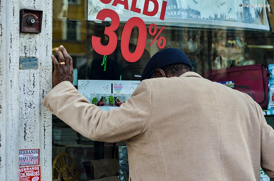 foto scattata a roma ad un passante