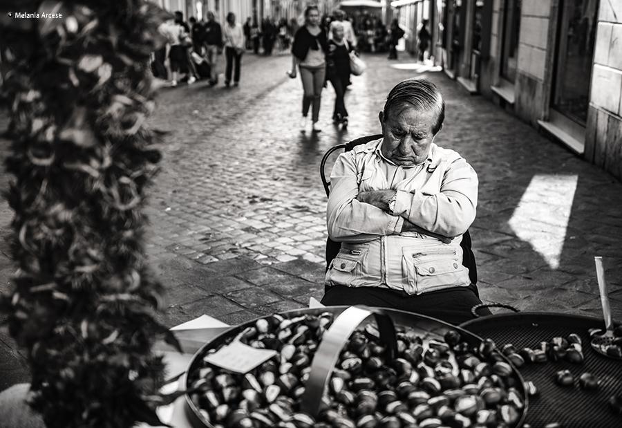 foto di un venditore ambulante a roma