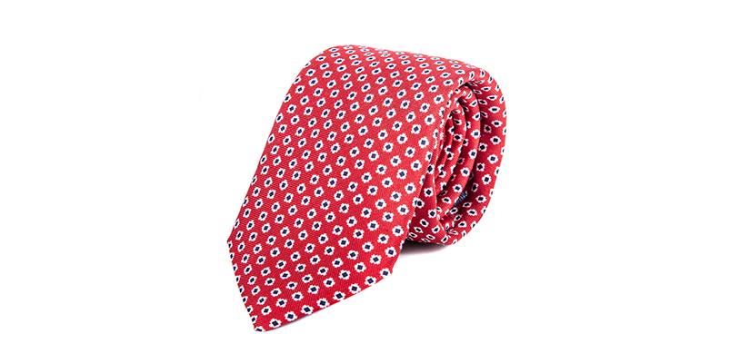 fotografia ecommerce di una cravatta rossa